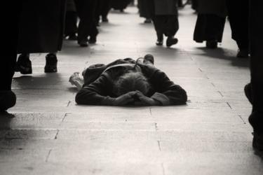 金持ちは貧困に興味がない